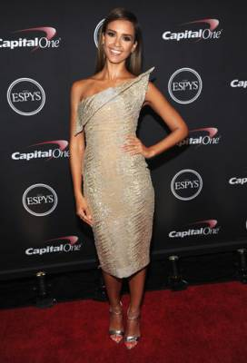b2ap3_thumbnail_jessica-alba-gold-dress-espy-awards-2014-w352.jpg